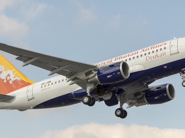 Como é voar com a Drukair, a companhia aérea nacional do Butão!