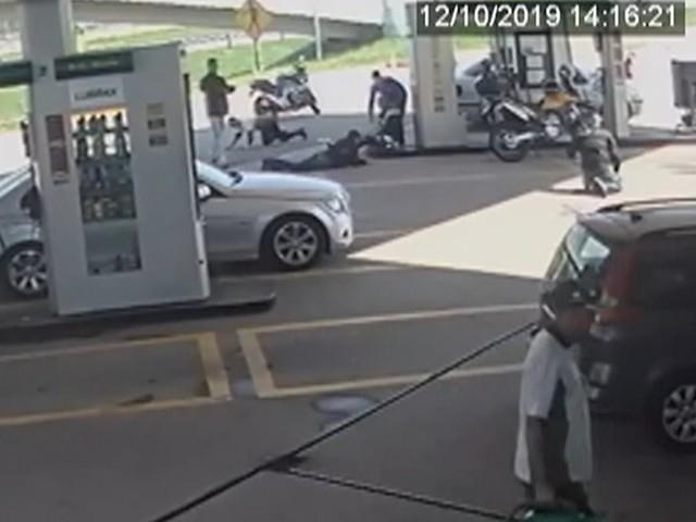 Caso de assalto a posto com 3 mortes tem reviravolta após divulgação de vídeo