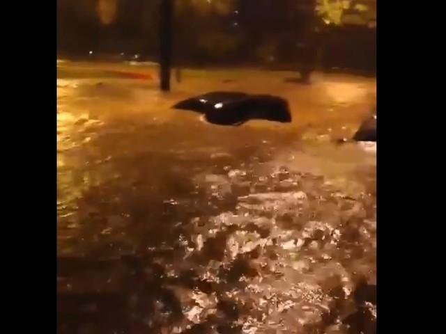 Chuva forte volta a alagar ruas em BH