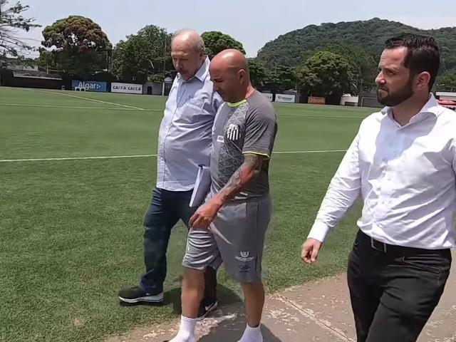 """Santos supre falta de """"braço direito de Peres"""" e não contrata substituto"""