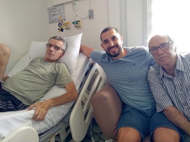 Aposentado que operou câncer diz que força vem da esperança: 'É valorizar o hoje, sem planos'