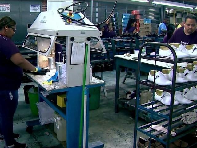 Setor de calçados, um dos mais afetados pela crise, volta a contratar