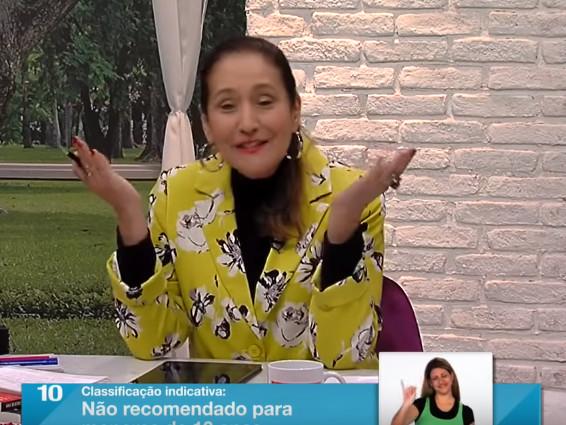No Programa Raul Gil, Sonia Abrão surpreende e não tira o chapéu para Rodrigo Faro