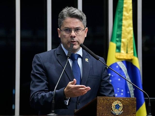 'Decisão é absurda', critica senador autor da CPI da Lava Toga sobre STF mandar revista tirar conteúdo do ar