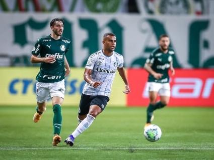Grêmio evita derrota e empata com o Palmeiras no final