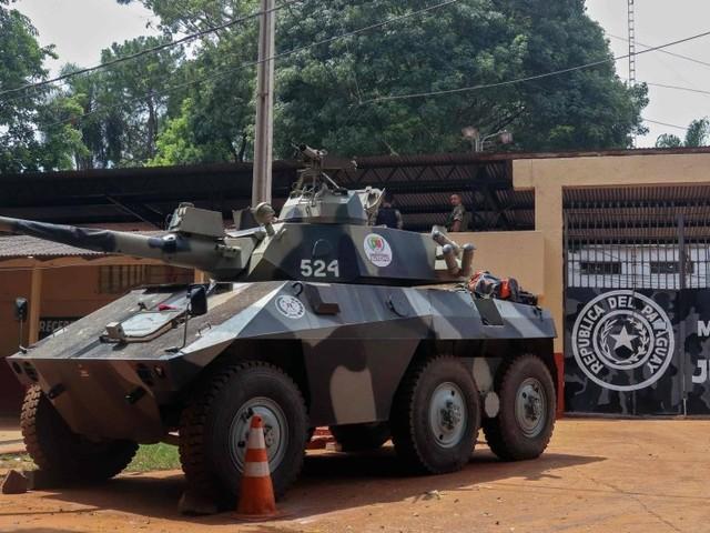 Chefes de facção saíram pela porta da frente de presídio no Paraguai, diz testemunha