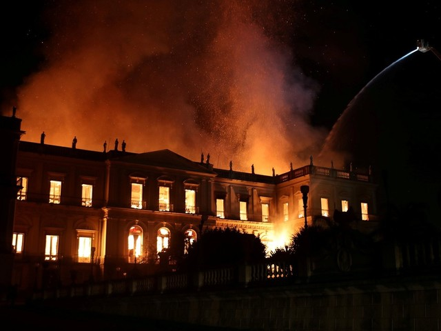 Você viu? Bolsonaro sofre atentado, incêndio no Museu Nacional e outras notícias da semana