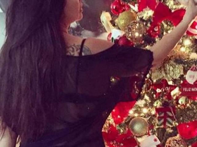 De fio-dental e transparência, Solange Gomes sensualiza e pede de Natal: 'Bumbum menor'