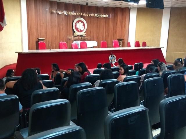 Acadêmicos exigem histórico escolar de faculdade que falsificava diplomas em RO