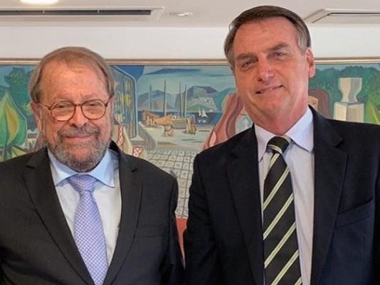 "Carlos Vereza pede a José de Abreu que ""respeite Regina Duarte"""