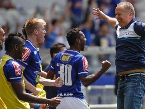 Alvo do Palmeiras ameaçado. Cruzeiro precisa de Mano Menezes para barrar Zezé Perrella.