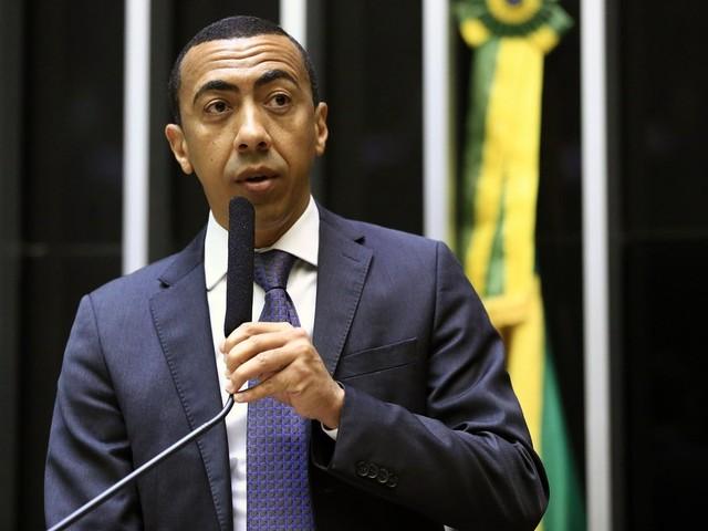 Vice do DF acusa Rollemberg de racismo e perseguição; 'ação leviana', rebate governo