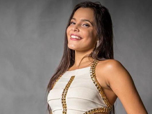 Emilly Araújo, campeã do BBB17, dá palestra em universidade do Rio Grande do Sul e comemora