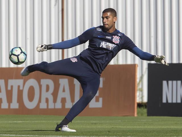 Corinthians acerta empréstimo de goleiro ao Paraná
