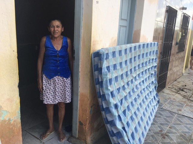 Dois dias após rompimento de barragem na BA, moradores contam prejuízos após terem casas alagadas: 'Tentar recomeçar'