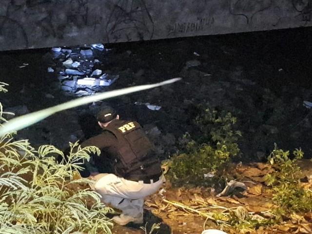 Criminosos provocam explosão em ponte no 18º dia de ataques no Ceará; van escolar e carro-pipa foram incendiados durante a noite