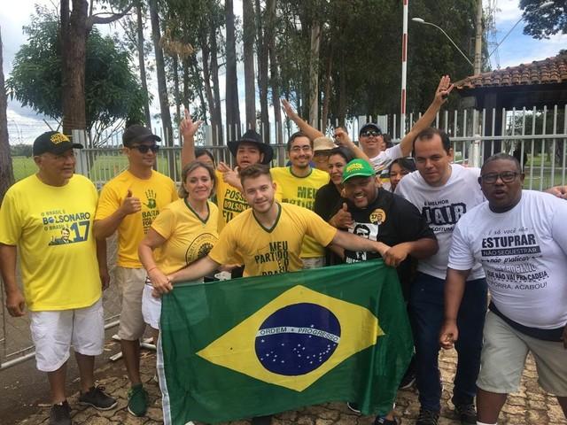 No dia da posse, Bolsonaro passa a manhã com a família e recebe grupo de deficientes auditivos