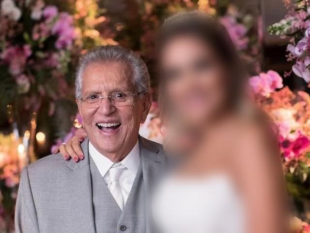 """Carlos Alberto aos 84 anos, tem esposa novinha com metade da idade e fotos vão tirar o seu fôlego: """"Loirinha"""""""