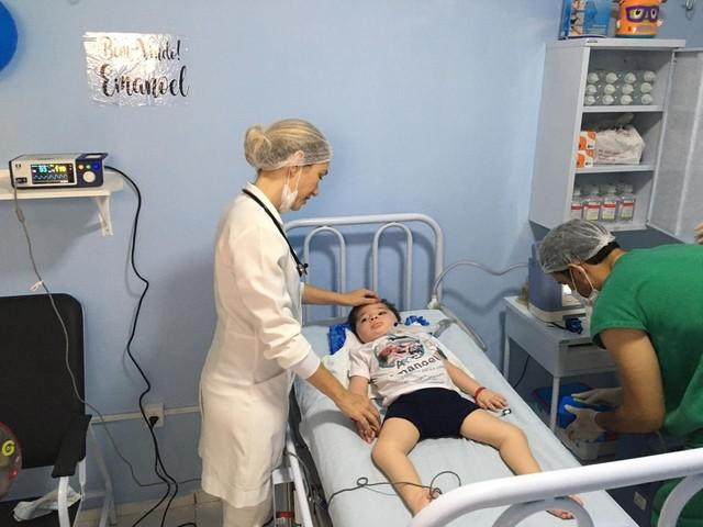 Após quase dois anos internado, menino consegue quarto adaptado e recebe alta de hospital em Teresina
