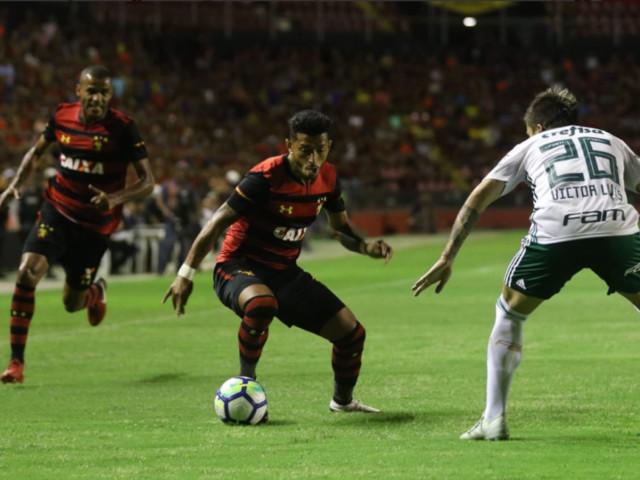 Palmeiras vence o Sport e cola no líder São Paulo no Brasileirão