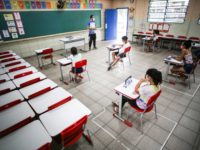 Profissão mal paga | Brasil é o país com menor valorização de professor, indica estudo internacional
