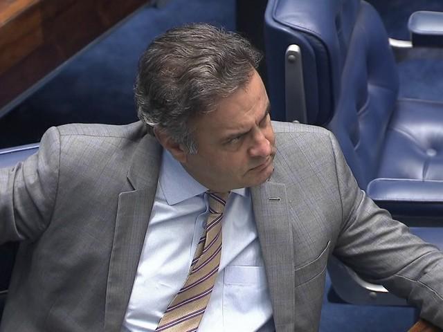 Senadores ausentes querem adiar votação das medidas contra Aécio