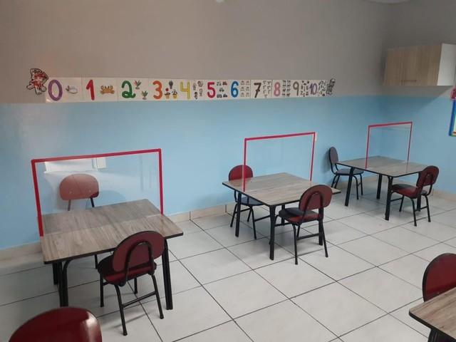 Pais e educadores temem volta à aula presencial, mas revelam preocupação com indefinição da pandemia