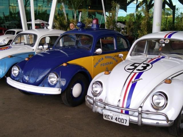 Exposição em comemoração ao Dia Nacional do Fusca reúne mais de 150 carros, em Goiânia