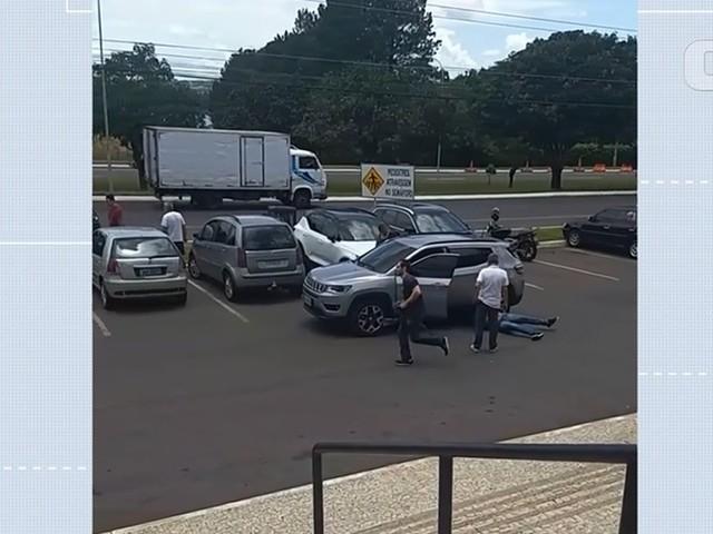 Suspeito de roubar relógios de luxo reage a abordagem da polícia e é baleado no DF