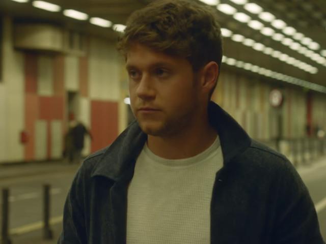 """A bad de Niall Horan bateu forte no clipe de """"Too Much To Ask"""""""