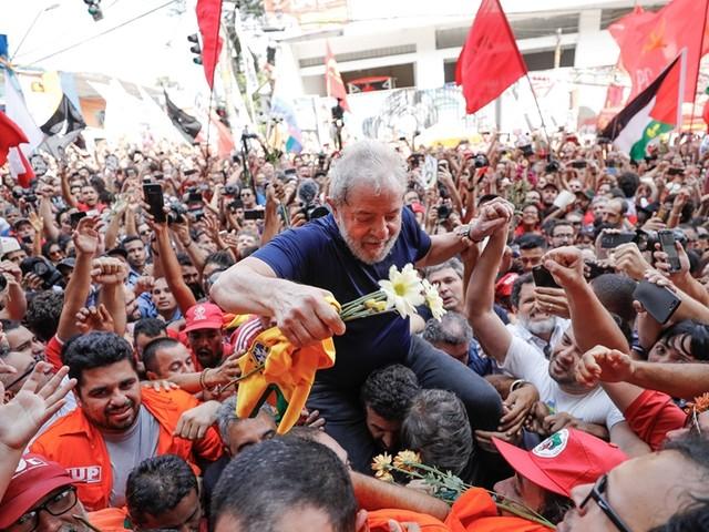Ipsos: Com prisão, imagem de Lula melhora; aumenta rejeição a Moro