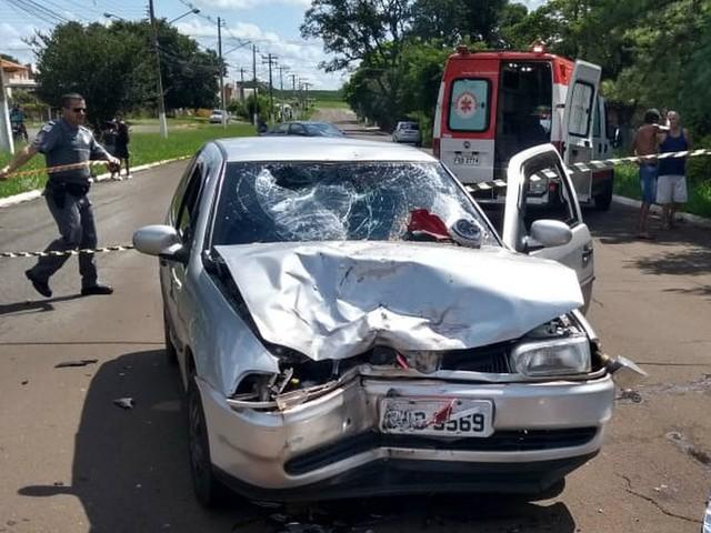 Mulher morre em Pirassununga após bater de moto em carro