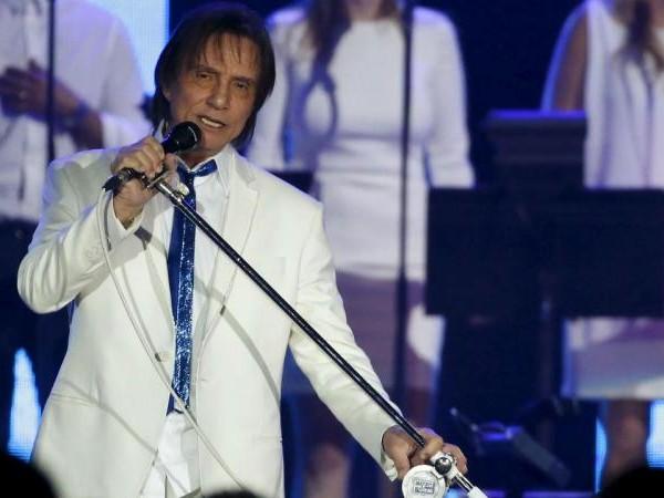 Roberto Carlos esgota datas e faz mais dois concertos
