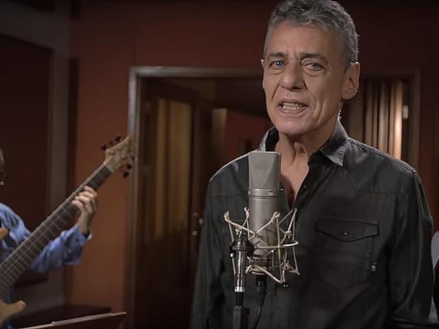 Chico Buarque reage ao rótulo de 'machista' por conta da letra de sua nova canção