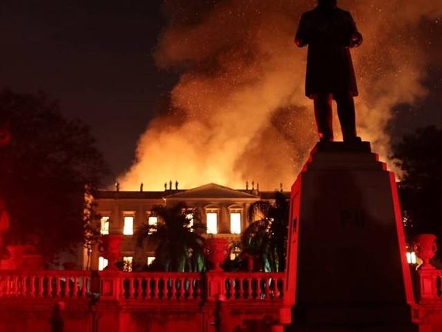 Incêndio destrói o Museu Nacional