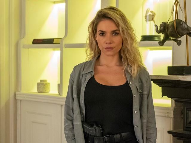 A Dona do Pedaço: Téo inicia romance com Yohana e policial passa a investigar Camilo