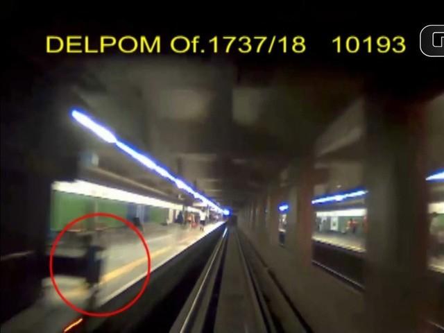 Vídeo mostra menino de 3 anos saindo de vagão de Metrô de SP até ser atropelado e morto