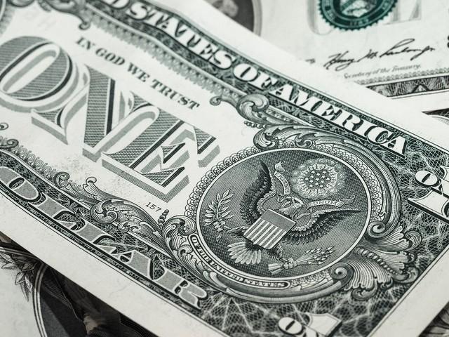 Dólar fecha em leve alta em dia de baixo volume de negócios