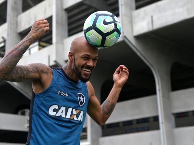 """Bruno Silva revela """"pressão familiar"""" para fechar com o Cruzeiro"""