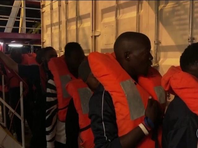 Novo governo da Itália autoriza desembarque de 82 migrantes do 'Ocean Viking'