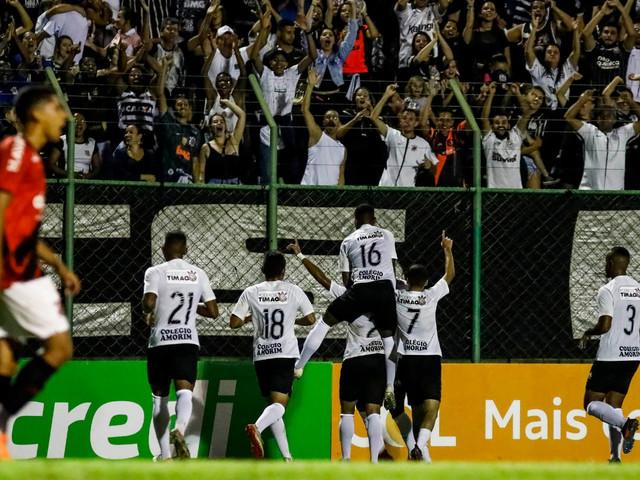Corinthians bate o Athletico-PR e avança para a semifinal da Copinha