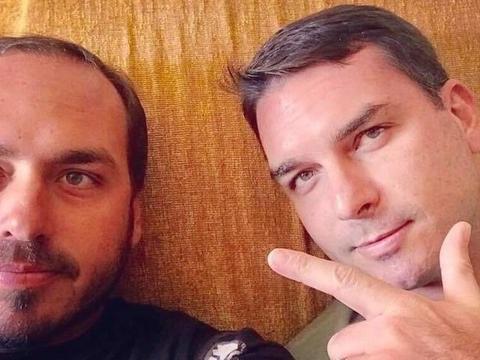 Perfis falsos comandados pela família Bolsonaro são derrubados pelo Facebook