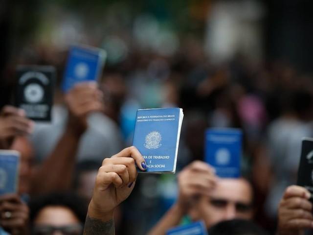 Com pandemia e crise econômica, desemprego sobe para 13,5% em 2020, a maior taxa já registrada