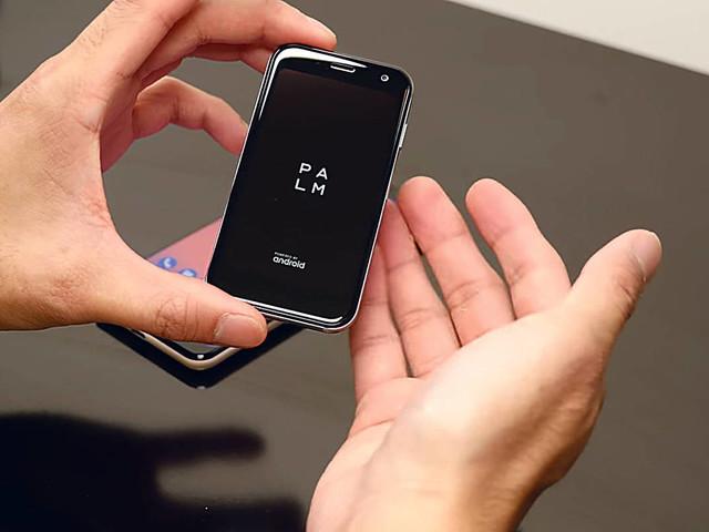 Usuário cura vício em celular com segundo celular