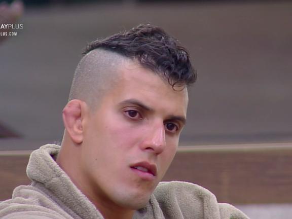 Record passa a perna em Felipe Sertanejo e não entrega prêmio que o lutador ganhou em A Fazenda