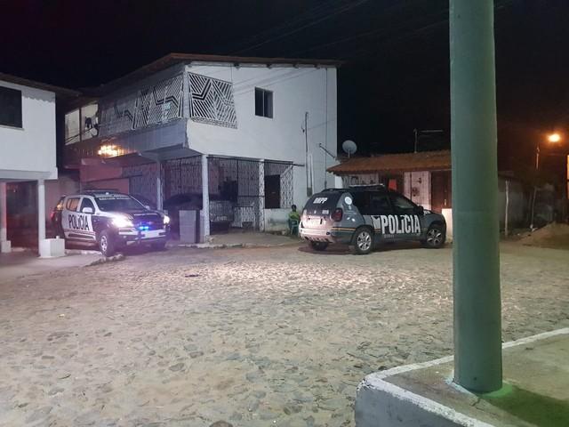 Dois homens são perseguidos e mortos a tiros por dupla em motocicleta na Grande Fortaleza