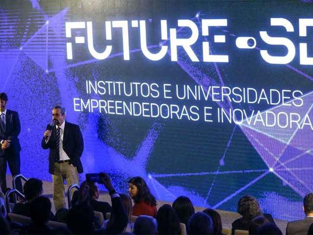 Cercado de dúvidas, plano para universidades tem futuro incerto em Minas