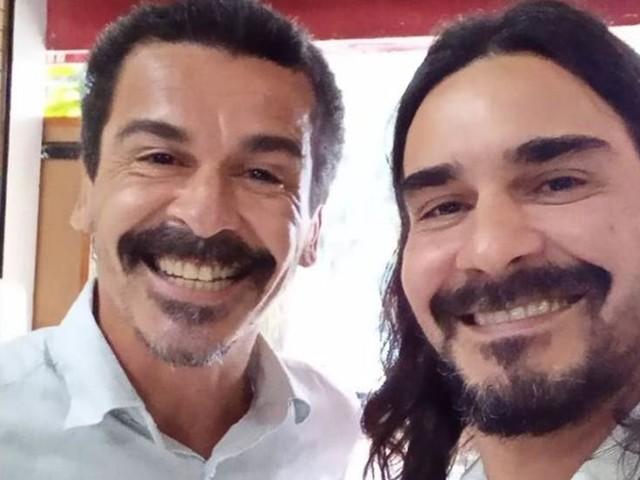 André Gonçalves surge ao lado do irmão e semelhança impressiona