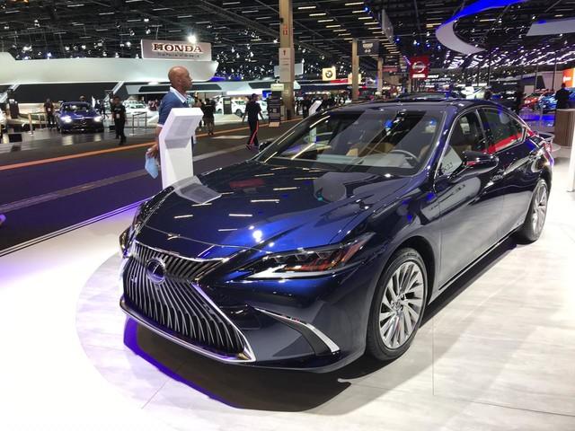 Salão de SP: Lexus reforça foco em híbridos com SUV compacto UX
