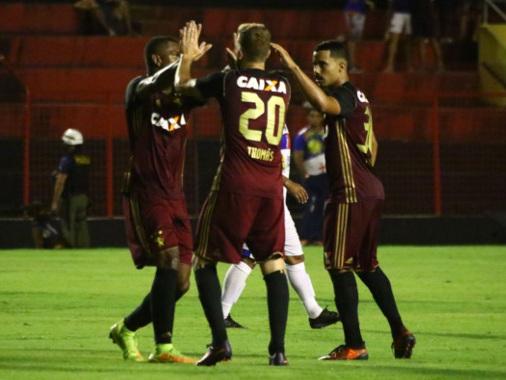 Sem empolgar, Sport vence o Afogados com gols dos jogadores acionados no 2T